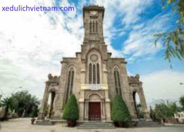 Tham quan Nhà thờ đá nổi tiếng Nha Trang